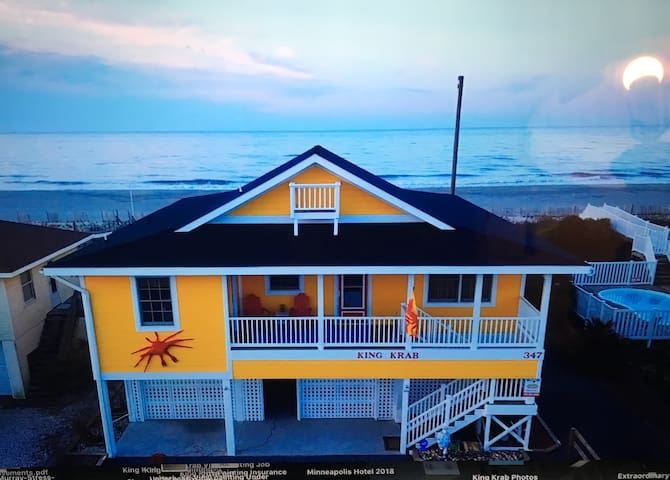 King Krab -Ocean Front  Home w/ Screened In Porch!