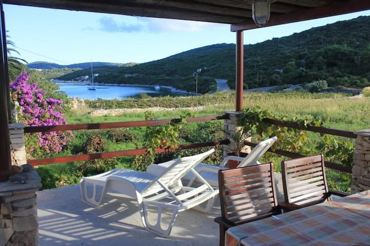 One bedroom house with terrace and sea view Cove Parja, Vis (K-8903)