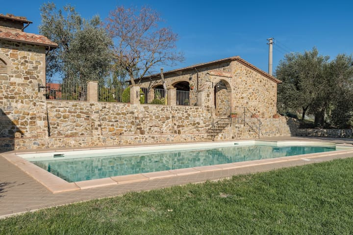 Gorgeous farmhouse with private pool and garden