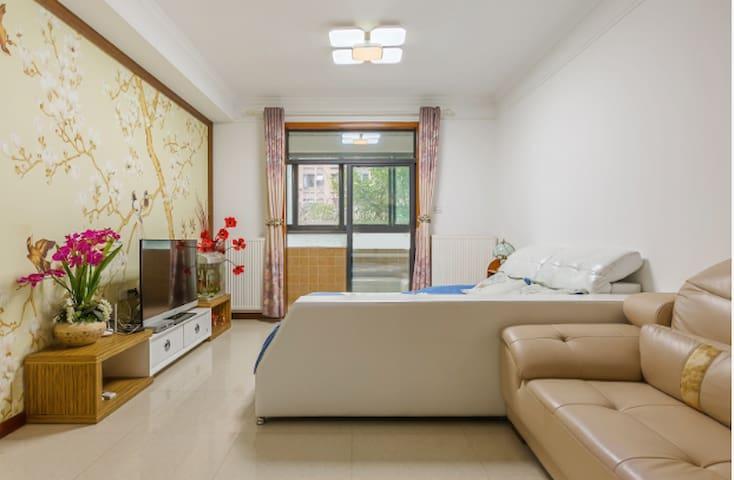 卧室:绿意慵懒透窗