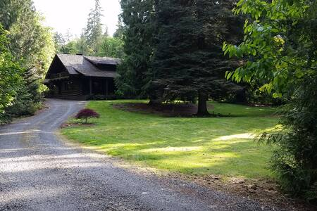 Gorgeous Renovated Historic Lodge - Oregon City