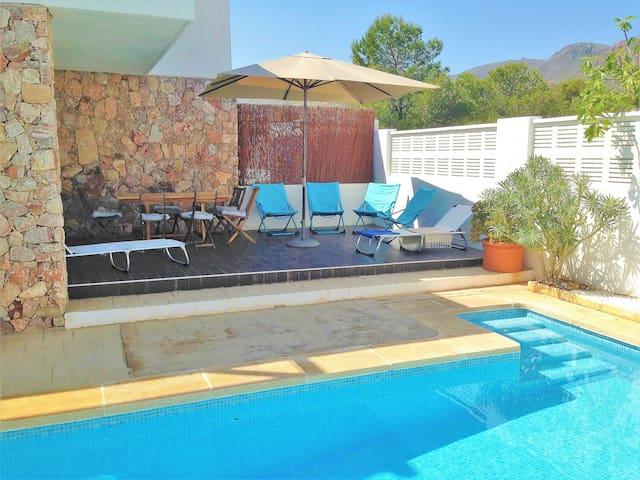 Casa Adelfa Rodalquilar piscina agua salina wifi