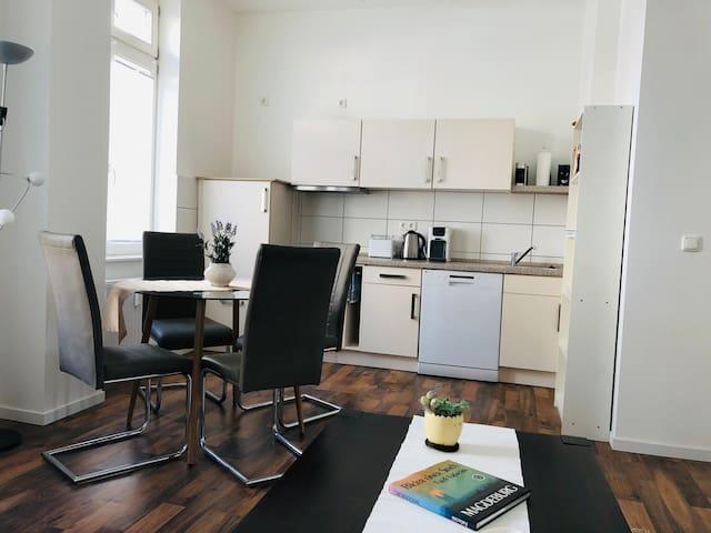 Zwei Zimmerwohnung im Herzen Magdeburgs - Zentral