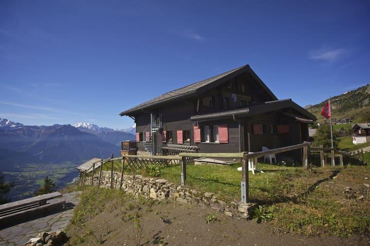 Vue splendide sur les Alpes, Cervin - Riederalp - スイス式シャレー