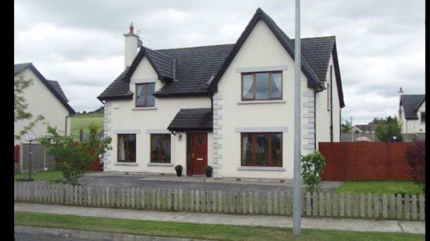 Large 5 bed, 5 min drive to Mt Wolsley golf course - Tullow - Haus