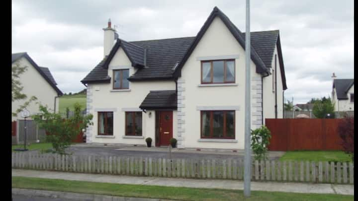 Large 5 bed Mt Wolsley golf 5min  Lisnavagh 12min