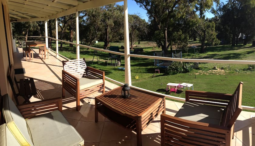 Family farm stay south of Mandurah - Herron - Flat