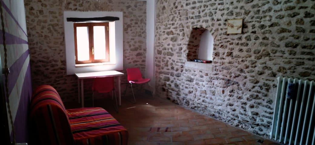 camera letto con divano una piazza e mezzo e poltrona letto