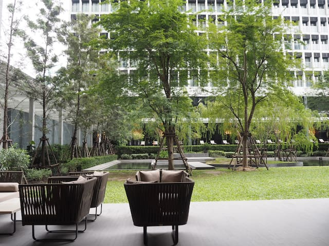Urban Living in a Luxe High-Rise in PloenChit