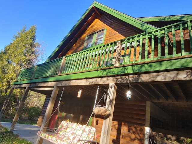 The Bird House on Klamath River - Fun for All
