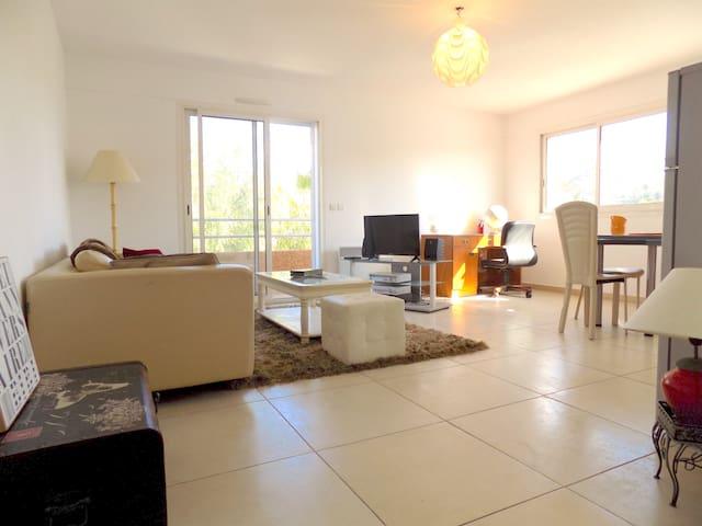 F3 - Balcon- WIFI-Parking - Proche Plage et Centre - Perpignan - Apartment