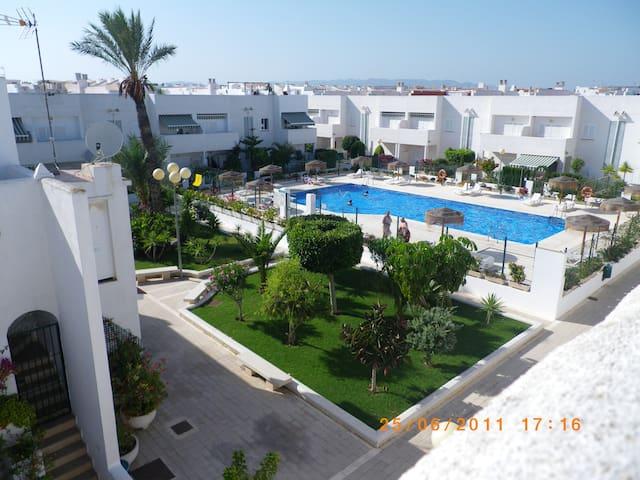 Apto. bonito, piscina, vigilante.  Vera Playa.