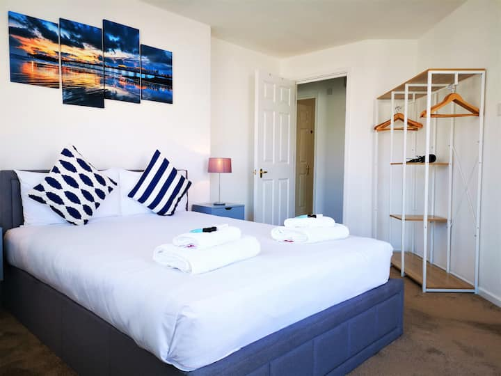 Beautiful Brighton Marina Apartment & FREE Parking