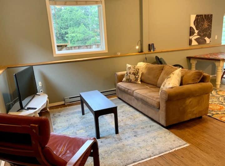 1 bedroom suite close to Shawnigan Lake school