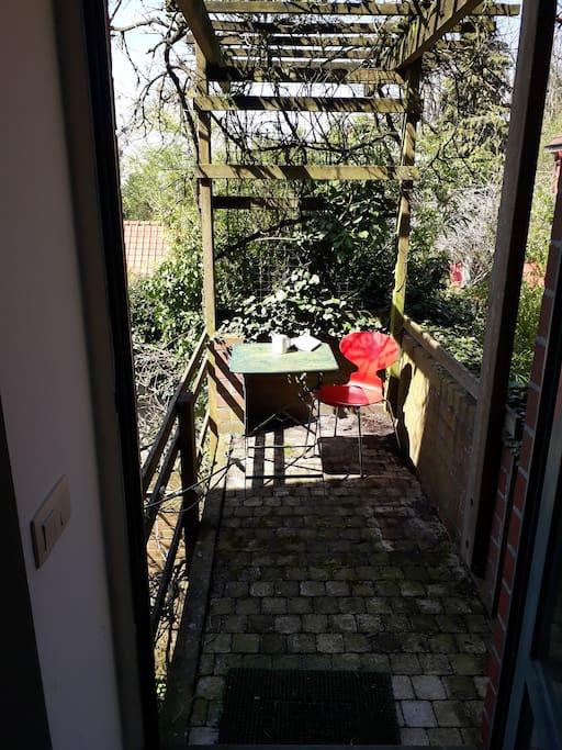 Terrasse, prise depuis la cuisine