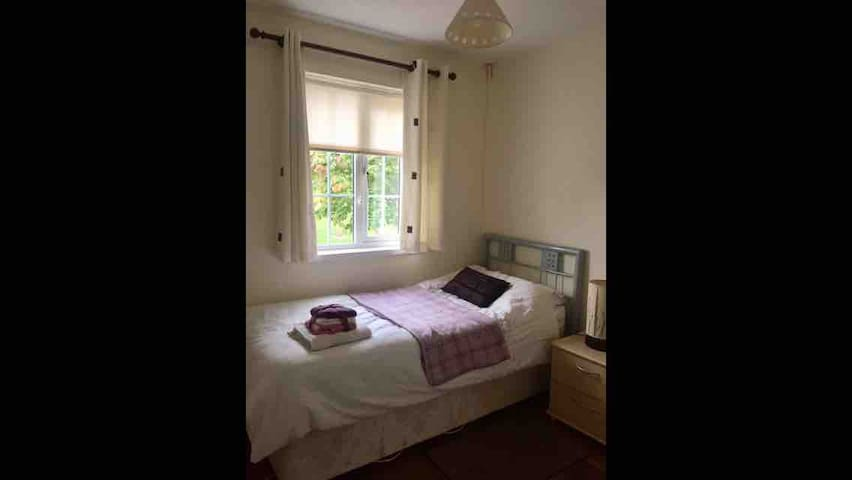Drogheda Single Room in family home