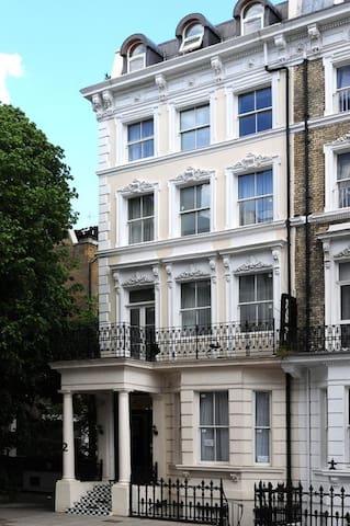 Cosy Studio Flat in Kensington