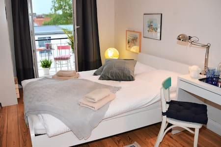 Beautiful room with Balcony in Hoheluft-West - 漢堡