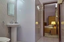 Palm Holidays - Bathroom View