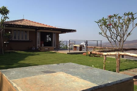A cottage in the hills, khadakvasla, pune - Pune - Hus
