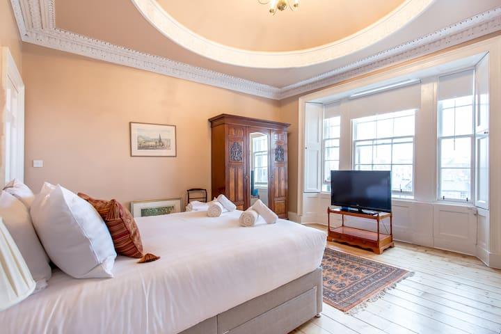4 Bedroom City Centre Penthouse Sleeps 8