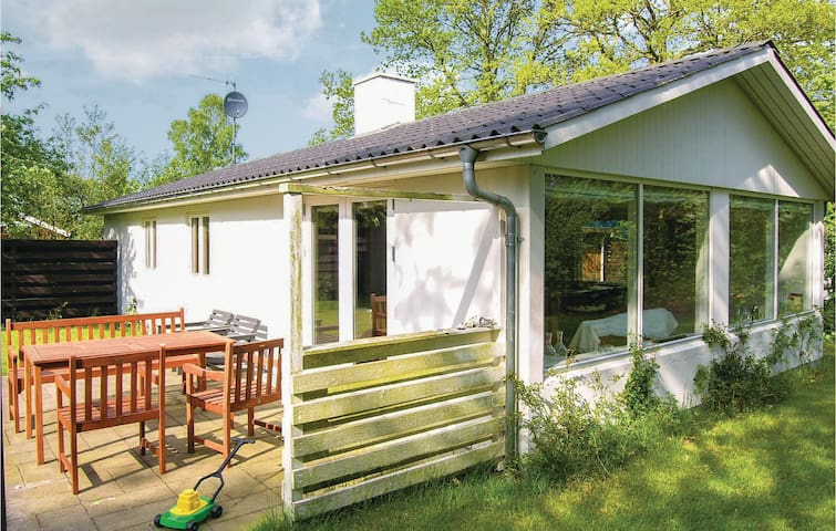 Holiday cottage with 2 bedrooms on 75m² in Grenaa