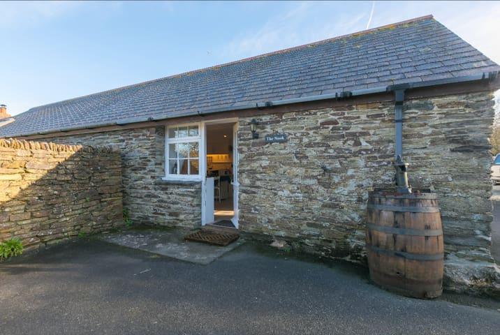 Beautiful studio cottage at Engollan Farmhouse