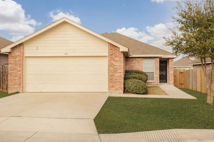 New & Next to Lackland AFB! Just remodeled!