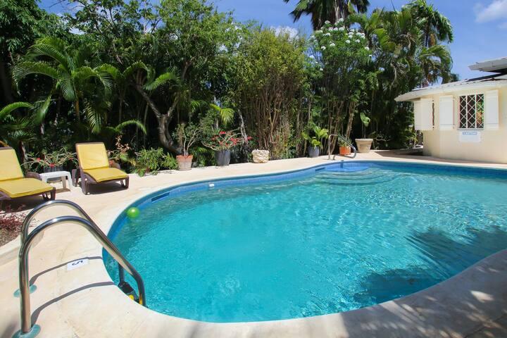Tropical Home with Pool and Gardens - Jacaranda