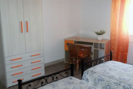 double room (2 single beds) near Todi center - Todi - Apartment