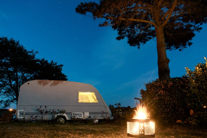 Quirky vintage caravan with stunning views