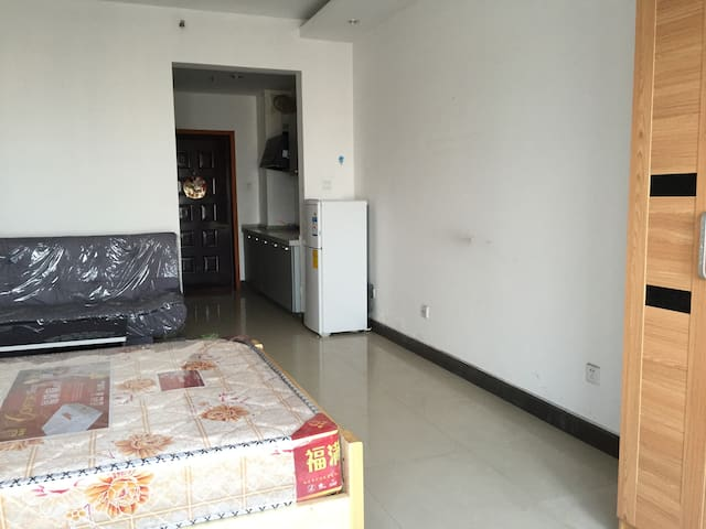 是紧邻湖南株洲红旗广场的公寓房,面积43平米,配置了床/沙发/ - Zhuzhou - Apartment