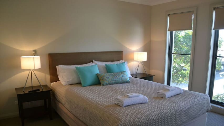 Bedrom 1 w/ queen sized bed