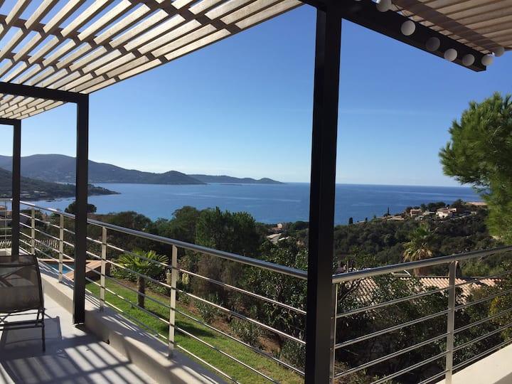 Jolie villa rénovée avec piscine vue mer magique