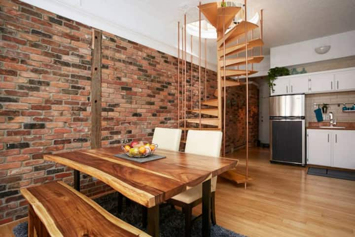2 storey open-concept loft + parking Old Port MTL