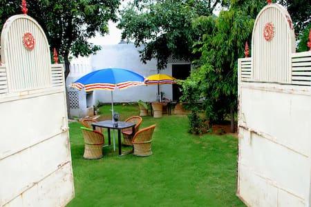 Pushkar Hotel Yuvraj - Pushkar - Bed & Breakfast