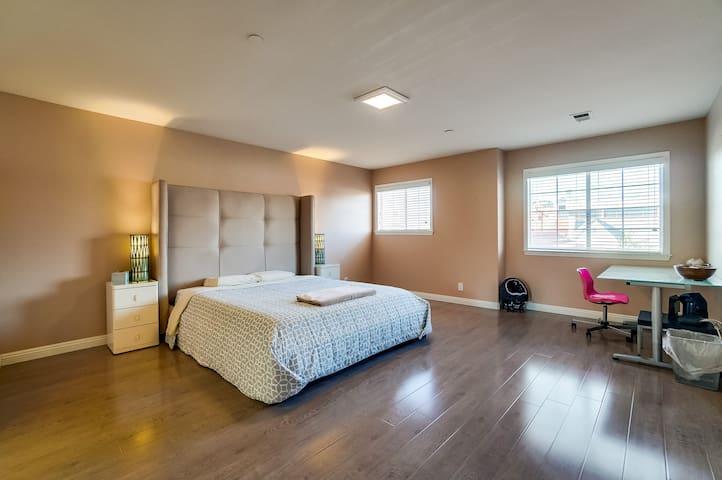 San Gabriel master room
