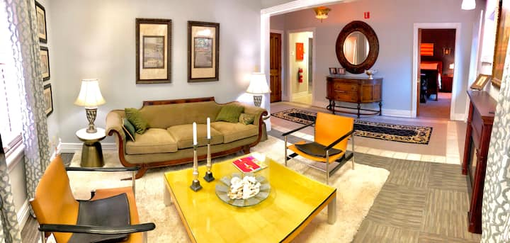 Amazing Location! Villas at Sweet Spring, Luxury in Downtown, Fine Finishes, WIFI, Reserved Parking