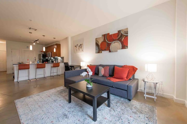 Delightful 2BR/2BA  | Downtown view | Walk to DT