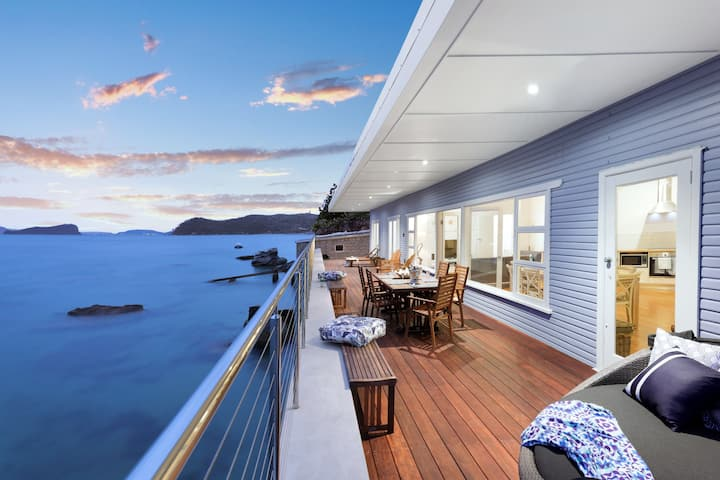 Barrenjoey Beach House. Palm Beach