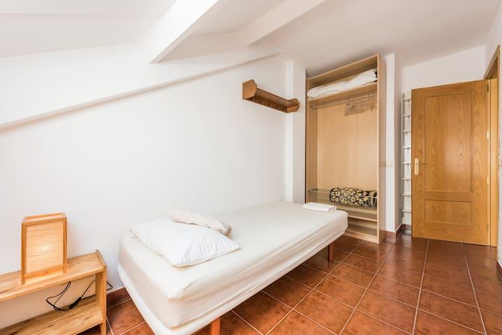 Habitación sencilla y luminosa en el centro. - Villaviciosa de Odón - Appartement