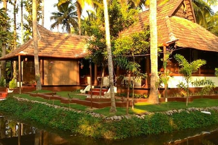 Canal View Premium Heritage Twin Bed Room - Kuttanad Taluk