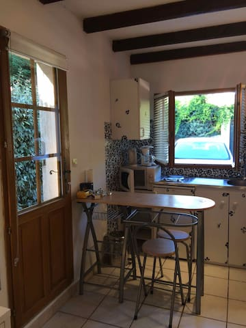 Studio for 2/3 persons with private access - Saint-Marc-Jaumegarde - Hus