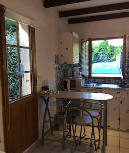 Studio for 2/3 persons with private access - Saint-Marc-Jaumegarde