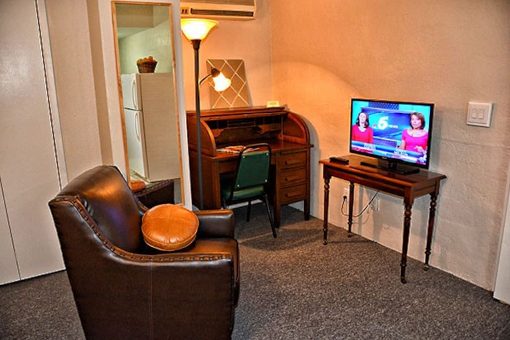 Writing desk,flat screen cable tv.