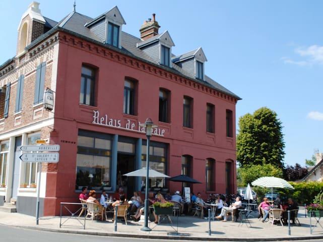 Relais de la Baie . Art Gallery and Salon de The