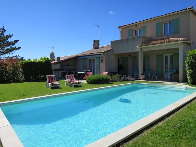 Studio dans villa avec piscine à 15 minutes d'Aix