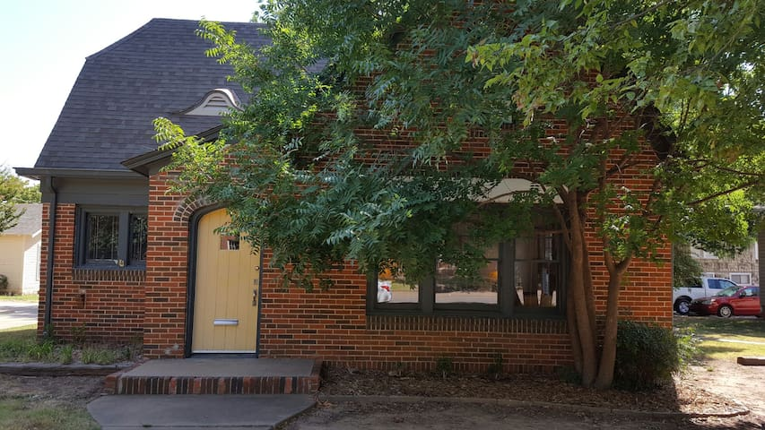Charming Home ACROSS FROM OSU!!! - Stillwater - Dom