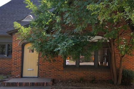 Charming Home Across from OSU!!! - Stillwater