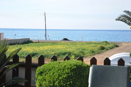 EASY ACCESS TO THE BEACH in only 150m, Sleeps 10
